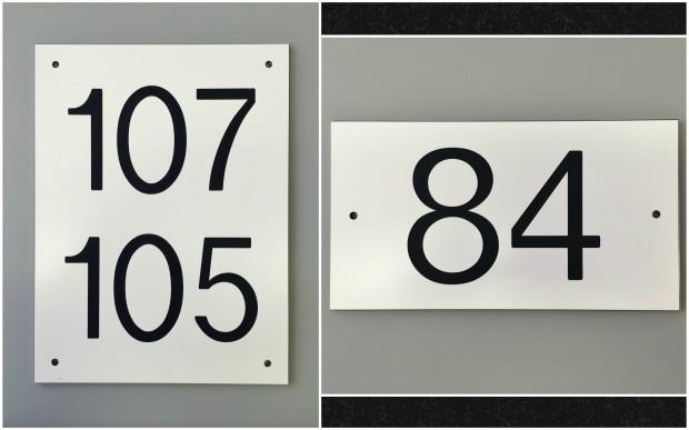 Graveerkunststof huisnummers enkel dubbel