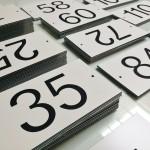 Huisnummers graveerkunststof (2)