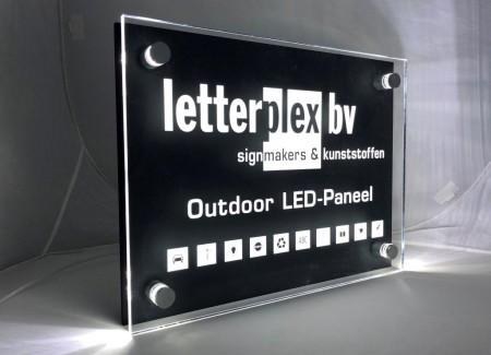 Plexiglas LED bord voor buiten met naam en logo