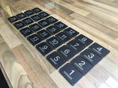 Stoelnummer zwart aluminium